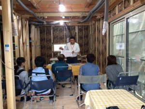 午後からは、リクシルの西村さんが参加されたお客様に丁寧に気密断熱を説明して下さいました。