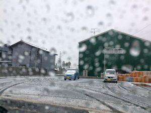新潟市北区の日曜日の昼下がりはご覧の通り、シャーベット状の雪が積もっておりました。