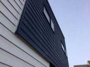 ガルバリウム鋼板だからこそ、安心です。窯業系サイディングと違い、凍結による爆裂の心配はないのが良いですね。