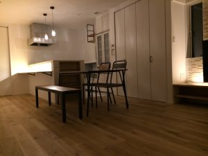 キッチンカウンターはこのように光ってます。 まるで、Barのようですね。