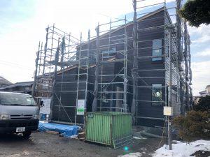 これから、コーキング工事破風、雨樋を付けて外壁工事は完了です。