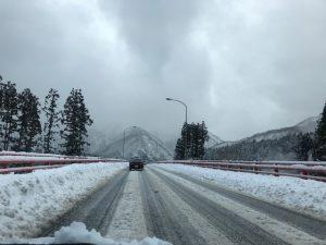 雪国新潟の雪景色、綺麗ですね。雪景色をみていつも思うのは「水墨画を描くのは大変な事なんだ」と考えさせられます。
